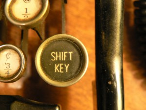 a picture of an old typewriter's shift key